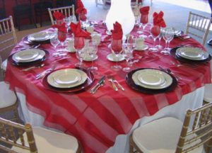 Red, Pink, White, & Black Table Settings for Valentine's Day_5