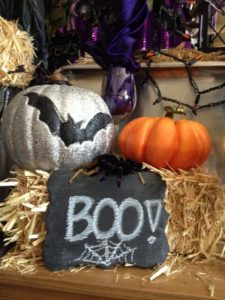Scary or Sparkly-How Do You Decorate For Halloween_2